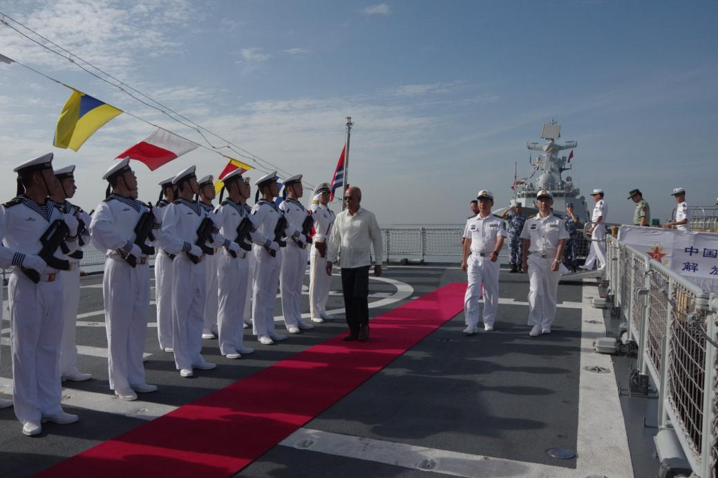 Philippine Secretary of National Defense visits Chinese navy ship in Manila