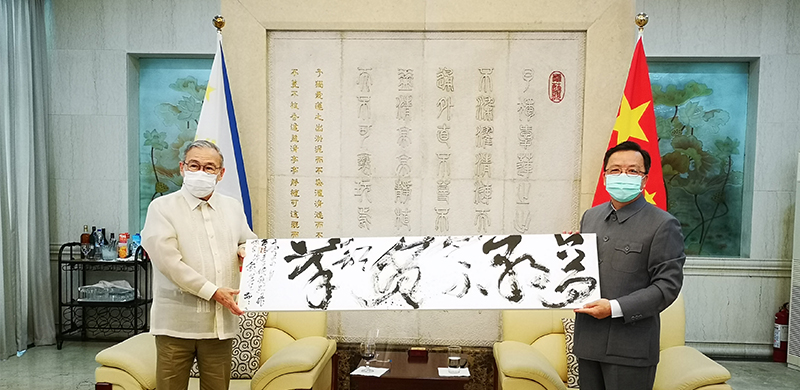 Secretary Locsin and Ambassador Huang Meet to Celebrate China's National Day and Mid-Autumn Festival